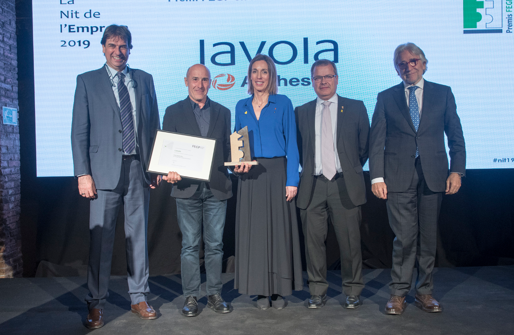 Lavola CEO collecting award