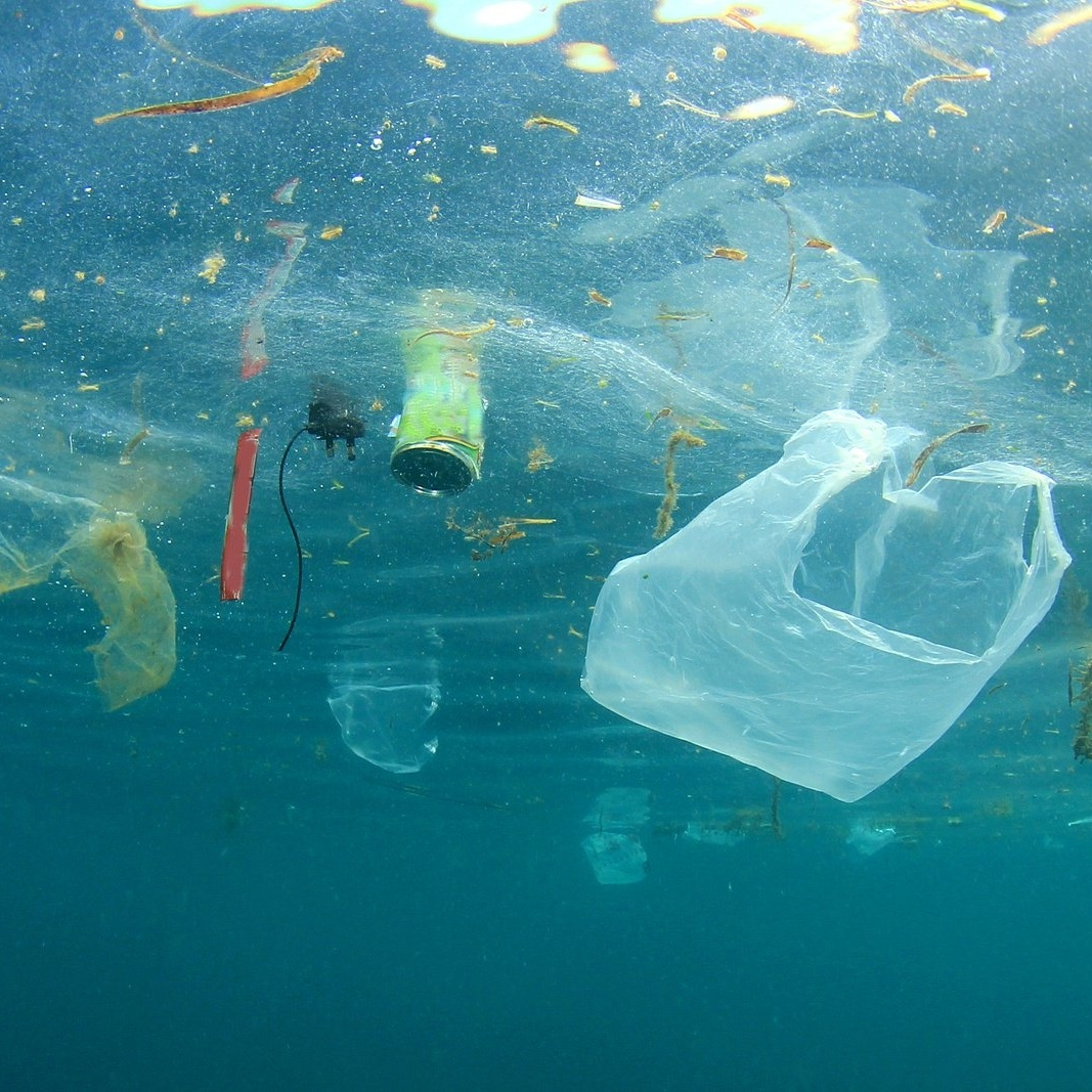 Plastic-pollution-in-ocean-644461-edited
